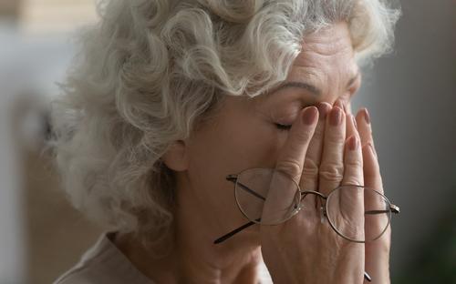 senior eye pain